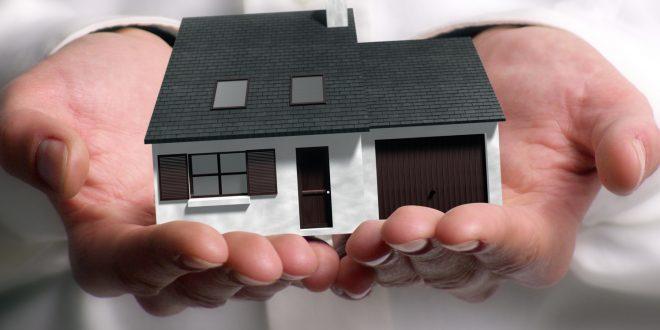 Vaut-il mieux vendre son bien par l'intermédiaire d'une agence immobilière ou seul ?
